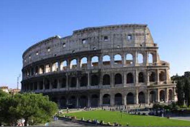 Colosseum, antikkens Rom - blev påbegyndt i 70 e. Kr, og er et af Roms mange amfiteater (det største). Betragtes som et af verdens syv vidunder. Blev primært anvendt til gladiatorkampe