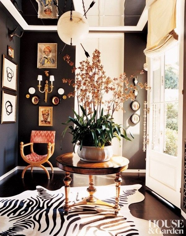 This foyer, designed by Kelly Wearstler was featured in House & Garden nearly ten years ago, when she was more into Regency than the avant-garde, but it continues to look fresh today.}