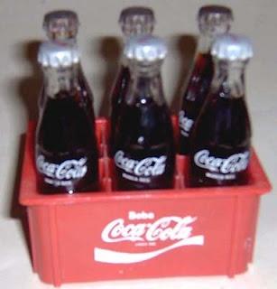 Miniaturas da Coca-Cola - anos 80 - Que desespero para conseguir encher a caixinha!!!!