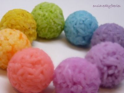 How To Make Colored Onigiri Rice! Looks like an awesome tutorial for someone new to bento.