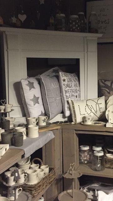Bastion Collections - Kussen wit met zilveren sterren - Kussens - Bloemsierkunst Rutten Budel