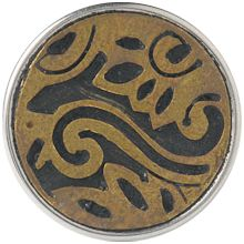 metal button - Mit diesen zierlichen Mustern zeigen indonesische Familien, wer sie sind und woher sie kommen. Das Zusammenbringen verschiedenster Formen erzählt ihre Familiengeschichte.