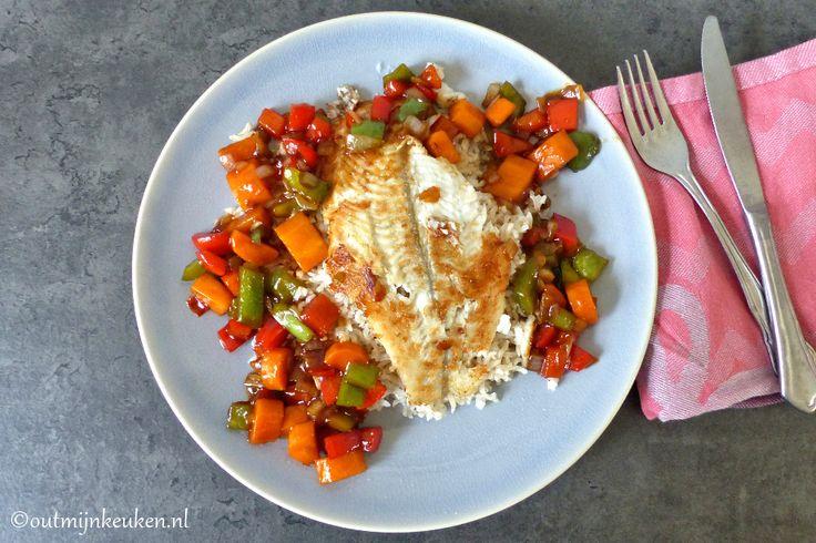 Vis recept: gebakken scholfilet met zoetzure saus en lekker veel groente. Serveren met volkoren rijst, dan heb je een super gezond maaltje.