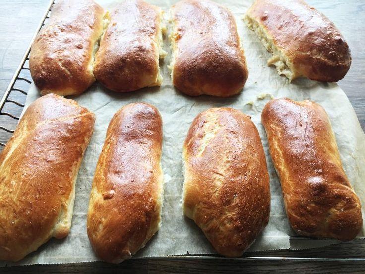 Med brioche pølsebrød får du luftige pølsebrød, der passer perfekt til en god hotdog eller som brød til grillpølser - få opskriften her
