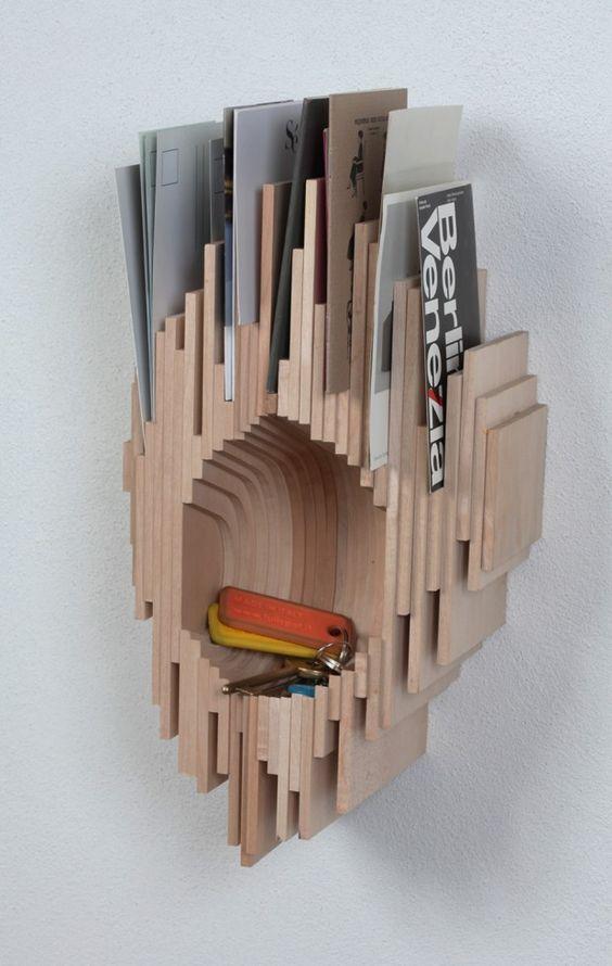 rangement DIY en planches de bois. porte clé et porte courrier