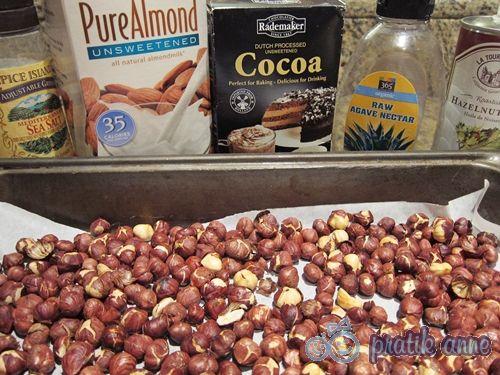 pratikanne.com 2011 12 ev-yapimi-sade-ve-kakaolu-findik-kremasi.html