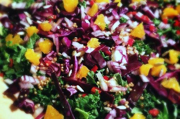 Boerenkool salade met rode kool, mandarijn en balsamico - Francesca Kookt