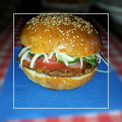 Egy finom Kézműves hamburger ebédre vagy vacsorára? Kézműves hamburger Receptek a Mindmegette.hu Recept gyűjteményében!