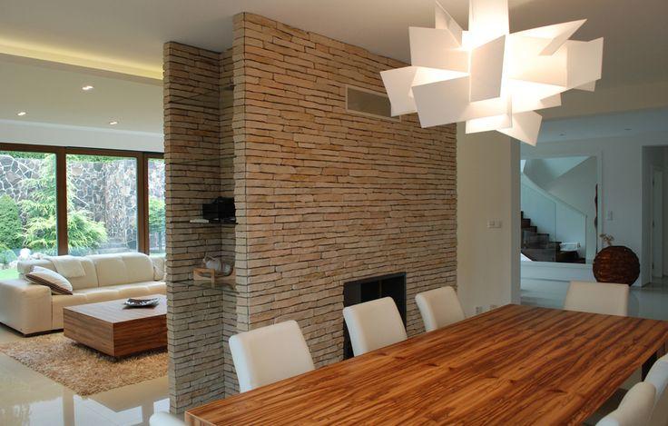 Realizácia moderného interiéru na mieru. 3D vizualizácia, interiérový dizajn domu. Kuchyňa, obývačka, jedáleň, spálne a kúpeľne na mieru.