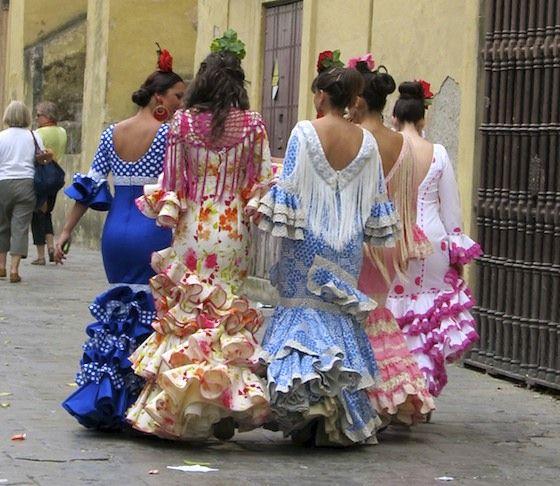 La Feria de Sevilla, Spain es una feria para seis dias que consiste de paradas y vestuarios