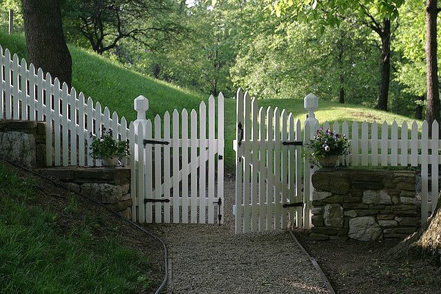 how to build a double picket fence gate woodworking. Black Bedroom Furniture Sets. Home Design Ideas