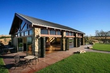 Calcareous Vineyard's hilltop tasting room in Paso Robles, CA