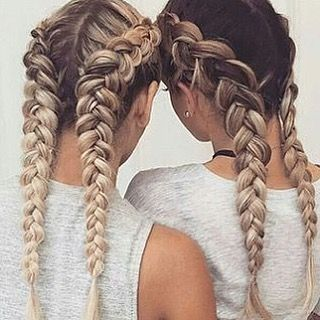 Vänskap ❤️Saltvattenspray hjälper ditt hår  att få en naturlig look @acenaturalhaircare  #braids #friendshipgoals #naturalbeauty #longhair #acenaturalhair #4everfresh #followus Natural Beauty from BEAUT.E