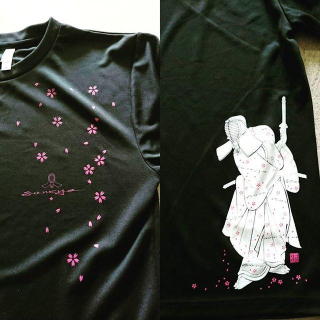 【kendo.sonkyo】さんのInstagramをピンしています。 《そんきょ サムライドライTシャツ プリントを アップにしてみました  #そんきょ #剣道  #桜吹雪 #桜 #サムライ #人気ナンバー1 #アップ  #剣士 #戦い #男子剣道 #武道 #女子剣道 #稽古 #剣魂 #大人気Tシャツ #Tシャツ #ドライTシャツ #剣道Tシャツ #剣道デザイン #おそろいで》