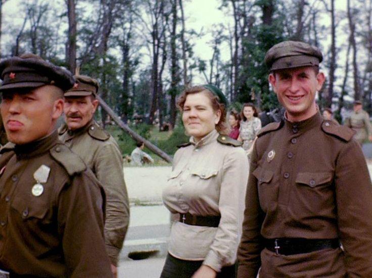 Juli '45 in Berlin: Auf der Ost-West-Achse, der heutigen Straße des 17. Juni, begegneten ihnen sowjetische Soldaten.