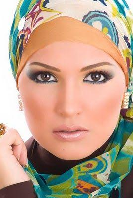 Mungkin Anda Tidak Tahu ! Inilah Tips Makeup Untuk Wanita Berjilbab http://ift.tt/2p1dlst  Saat seseorang mengenakan kerudung otomatis bagian wajah akan menjadi pusat perhatian. Karenanya Anda perlu berhati-hati memilih gaya riasan yang sesuai dengan pemilihan model kerudung. Dalam buku Serasi dan Gaya Berkerudung karangan Tini Sardadi dan Amy Wirabudi dijelaskan beberapa hal yang perlu diperhatikan oleh perempuan berkerudung dalam bermake up.  1. Alis  Bagi mereka yang berkerudung alis yang…