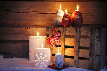 Maria Drockilan kynttilöitä jouluun...tulossa hauskaa ulkotuliämpäriä, johon on sulatettu kaikki ylijäämäkynttilät. Hauska idea ja loistavaa kierrätystä!
