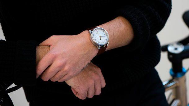 MOSKITO  аналоговые часы с велокомпьютером хронографом и смарт-функциями