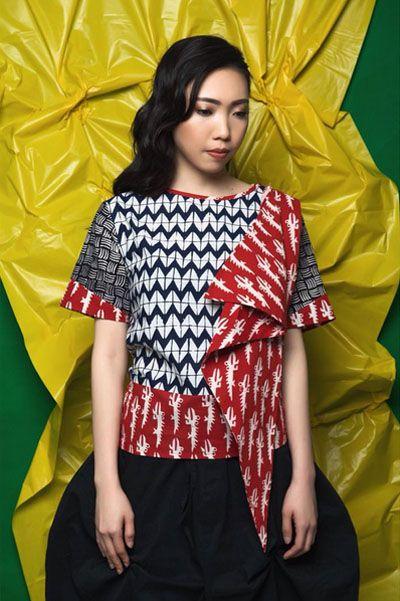 Kreasi batik sebagai padanan busana modern kini semakin variatif saja.Berikut adalah koleksi batik modern dari brand-brand lokal rekomendasi Wolipop: