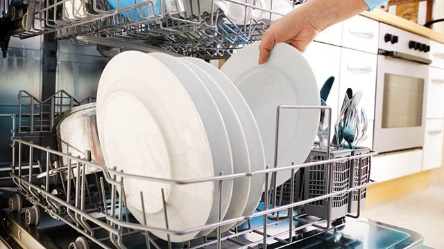 Lavastoviglie: pulirla con metodi naturali