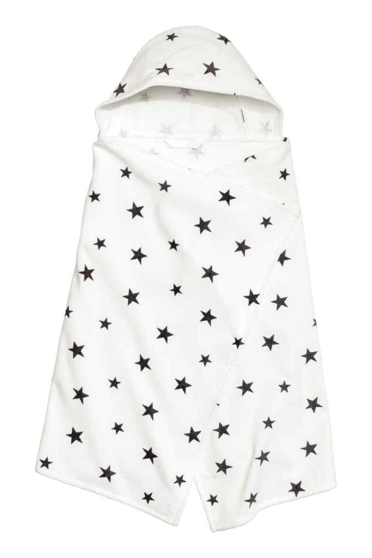 Badlaken met kap: Een badlaken van zacht katoen met een kap. Het badlaken heeft velours en een geprint dessin aan de voorkant en badstof aan de achterkant.