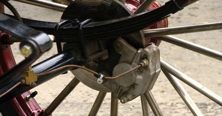 """Cómo convertir una bici a frenos de disco. Muchas bicicletas nuevas, de montaña y otros tipos, vienen con frenos de disco estándar. Estos funcionan mejor en la suciedad, el fango y la lluvia, proporcionando una energía de frenado superior cuando realmente lo necesites. Convertir tu bici a frenos de disco no es difícil, si se proporciona """"lista para discos"""", lo que significa que la ..."""