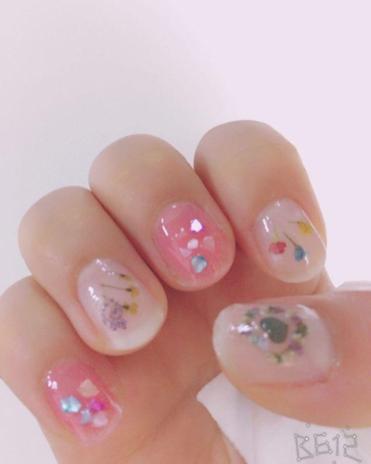 【100均】キャンドゥの「押し花ネイル」が春っぽくて可愛いんです♡ - Itnail