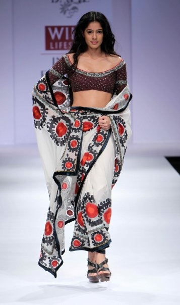 """Wills Lifestyle India Fashion Week SS 2010"" Day 3 by Vineet Bahl #Fashion #WillsLifestyle"