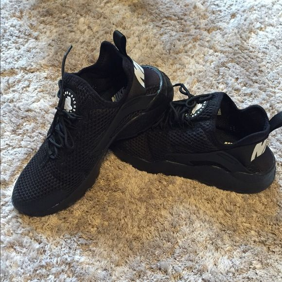 Womens Nike Air Huarache Ultra Breathe Brand new 2016 style, unworn shoes. Designed to stretch with your foot, nike tech ultramesh is for maximum airflow with minimum weight. No trades. Brand new at Nordstrom and Nike for $125.00. Nike Shoes Athletic Shoes