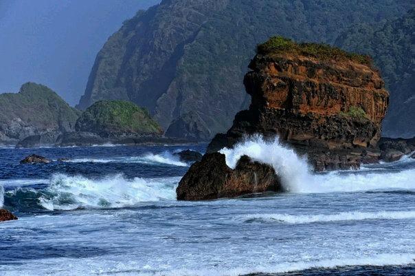 Papuma beach, Jember, East Java, Indonesia (photo by www.facebook.com/rahnavarda)