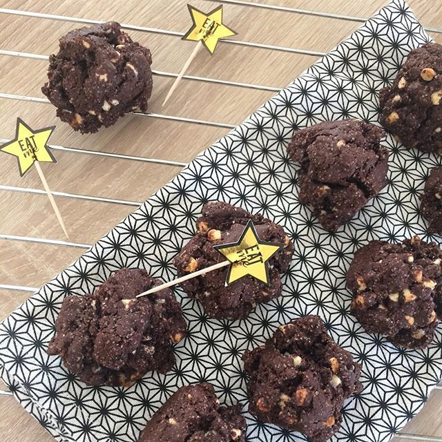 [ Cookies tout choco | La recette est sur le blog | 🖥] #cookies #blog #blogueuse #frenchblog #cooking #cuisine #patisserie #gourmandise #chocolate #chocolat #cookie #biscuit #recette #instafood #food #lovefood #whitechocolate #february #winter