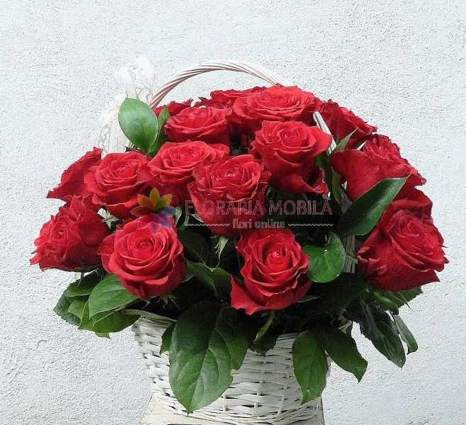cos cu 25 trandafiri red roses basket for valentine's day