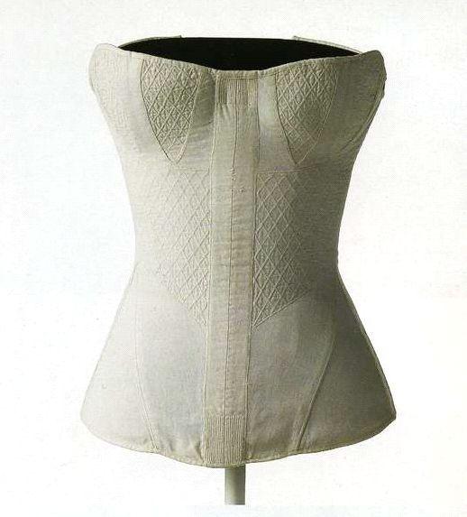 Корсет. 1820-е. Белый корсет из простеганного хлопчатобумажного атласа с мягкой планшеткой и косточками.