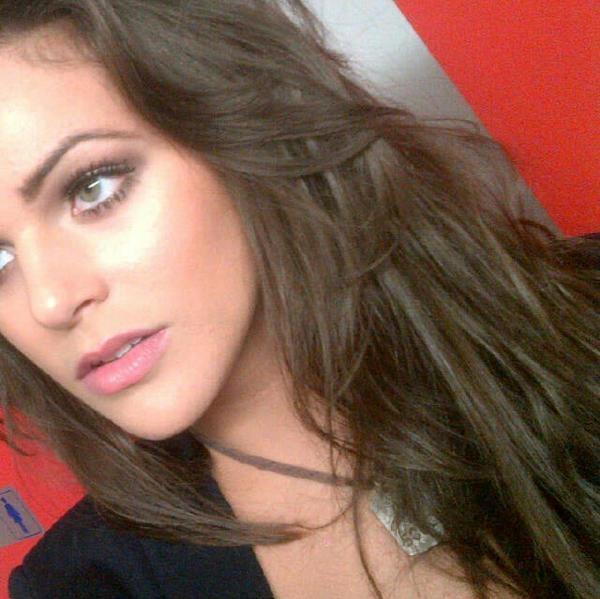 """isabella Maria Castillo Diaz mejor conocida como Isabella Castillo es el más conocido por su papel de Graciela """"Grachi"""" Alonso.isabella nació en 23/12/1994 en La Habana,Cuba.Isabella es una cantante, modelo, bailarina y actriz cubana."""
