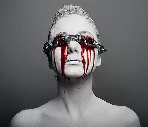 photo chains blood