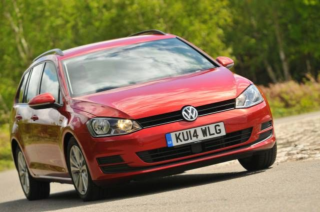 Read the definitive Volkswagen GOLF 1.4 TSI 125 SE 5dr DSG 2016 review from the expert What Car? team. Check specs, prices, performance and compare with similar cars.