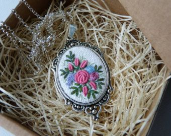 Embroidered blue roses necklace Retro vintage style pendant
