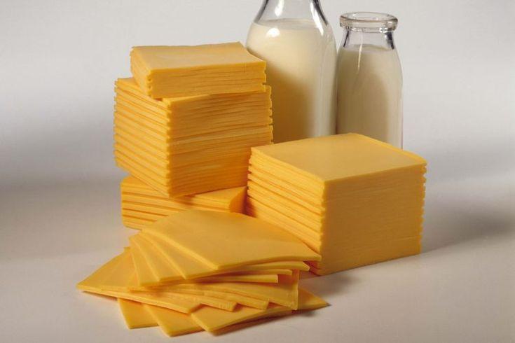 Alérgico a la leche entera. La leche es uno de los ocho alimentos comunes que causan el 90 por ciento de las reacciones alérgicas, de acuerdo con Food Allergy y Anaphylaxis Network. Una verdadera alergia a la leche es una reacción alérgica a una o ambas de las proteínas que se encuentran en la ...