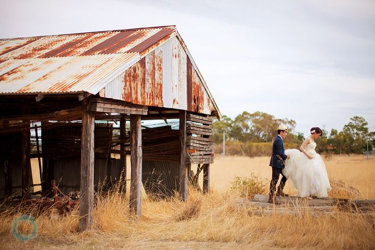 Image from http://www.daveandcharlotte.com.au/wp-content/uploads/2011/04/18-Rustic-Barn-Wedding-Photo.jpg.