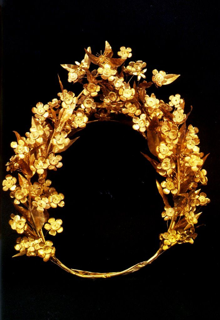 Golden diadem found in the grave of Philip II - Χρυσό διάδημα από τον τάφο του…