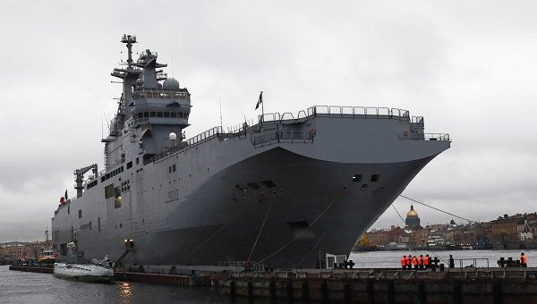SAINT-PETERSBOURG, 26 juin - RIA Novosti.Saint Petersburg Baltic ship yard has launched the 1st Russian Mistral class helicopter carrier/landing ship dock.With maximum length of 210meters,displacement of 22,000 tons & top speed of 18 knots,Mistral capable of carrying 16 helicopters ,4 landing craft or 2 air cushion low tonnage.Flight deck allows the simultaneous use of 6 helicopters.Max range 20,000 nautical miles.Can carry,in addition to its 160-man crew,a commando of 450 men.