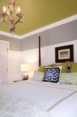 i kind of love the green ceiling.: Paintings Ceilings, Color Combos, Color Schemes, Bedrooms Design, Color Ceilings, Master Bedrooms, Painted Ceilings, Accent Color, Bedrooms Ideas