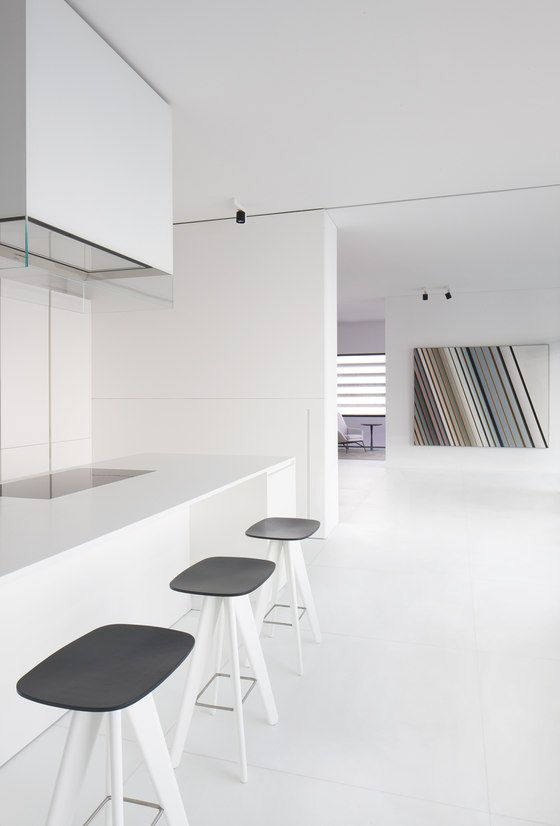 Index penthouse dubai kitchen white and design interiors for Kitchen design dubai