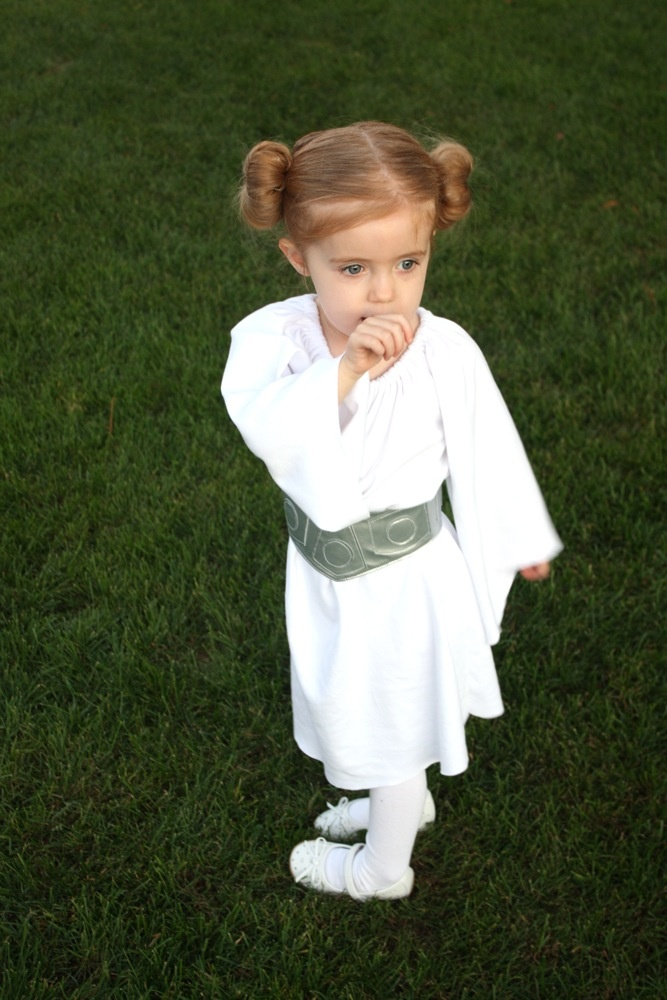 Katrina wants to be Princess Leia ... this blog includes pattern for homemade costume & totally awesome belt.