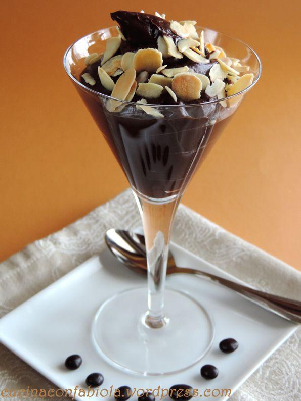 Gorgeous Healthy Cream Crema al cioccolato adatta sia per Celiaci che Vegani ( ovviamente la possono mangiare tutti ) senza uova o latte!!! http://cucinaconfabiola.wordpress.com/2014/06/18/gorgeous-healthy-cream-gluten-free/#more-759