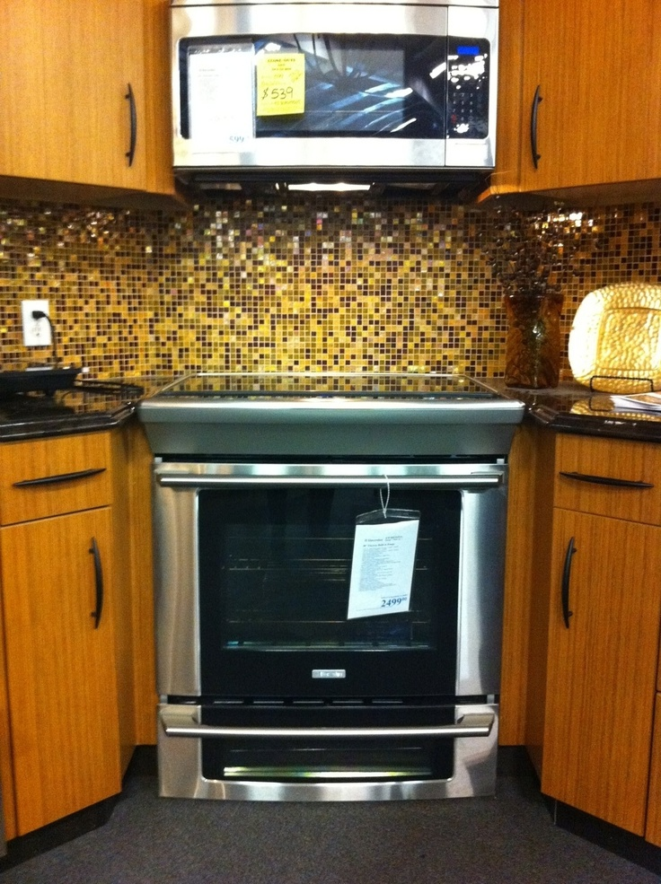 This Type On Stove With No Back Panel And Microwave Above