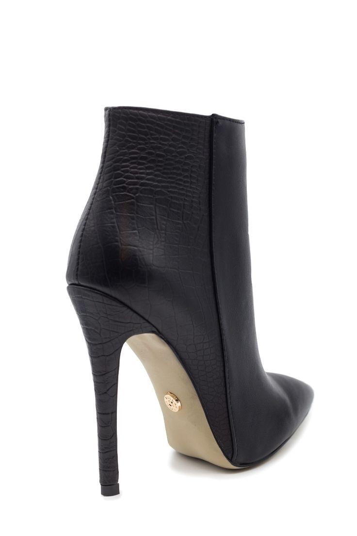 Μυτερά μαύρα ankle boots 67,99€ ΤΩΡΑ 33,99€!!!