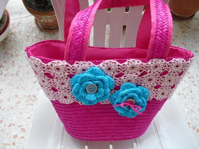 Borsa in paglia con pizzo e fiori crochet