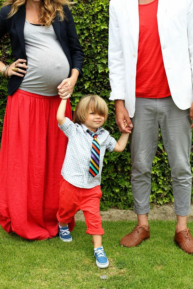 cutest coordinated family EVER.Family Pics, Little Boys Outfit, Maternity Pics, Maternity Outfit, Cute Family, Maternity Photos Shoots, Families Photos, Cute Outfit, Families Pics