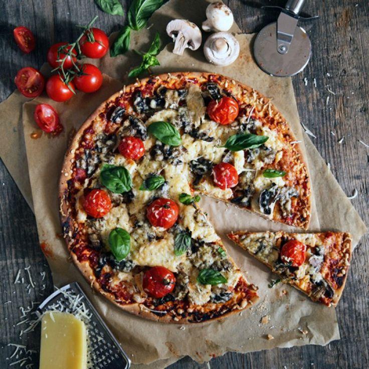 Dick mit Salami oder vegetarisch belegt mit einer Extra-Portion Käse: Auf Pizza haben wir fast immer Appetit. Frisch aus dem Ofen schmeckt sie am besten...
